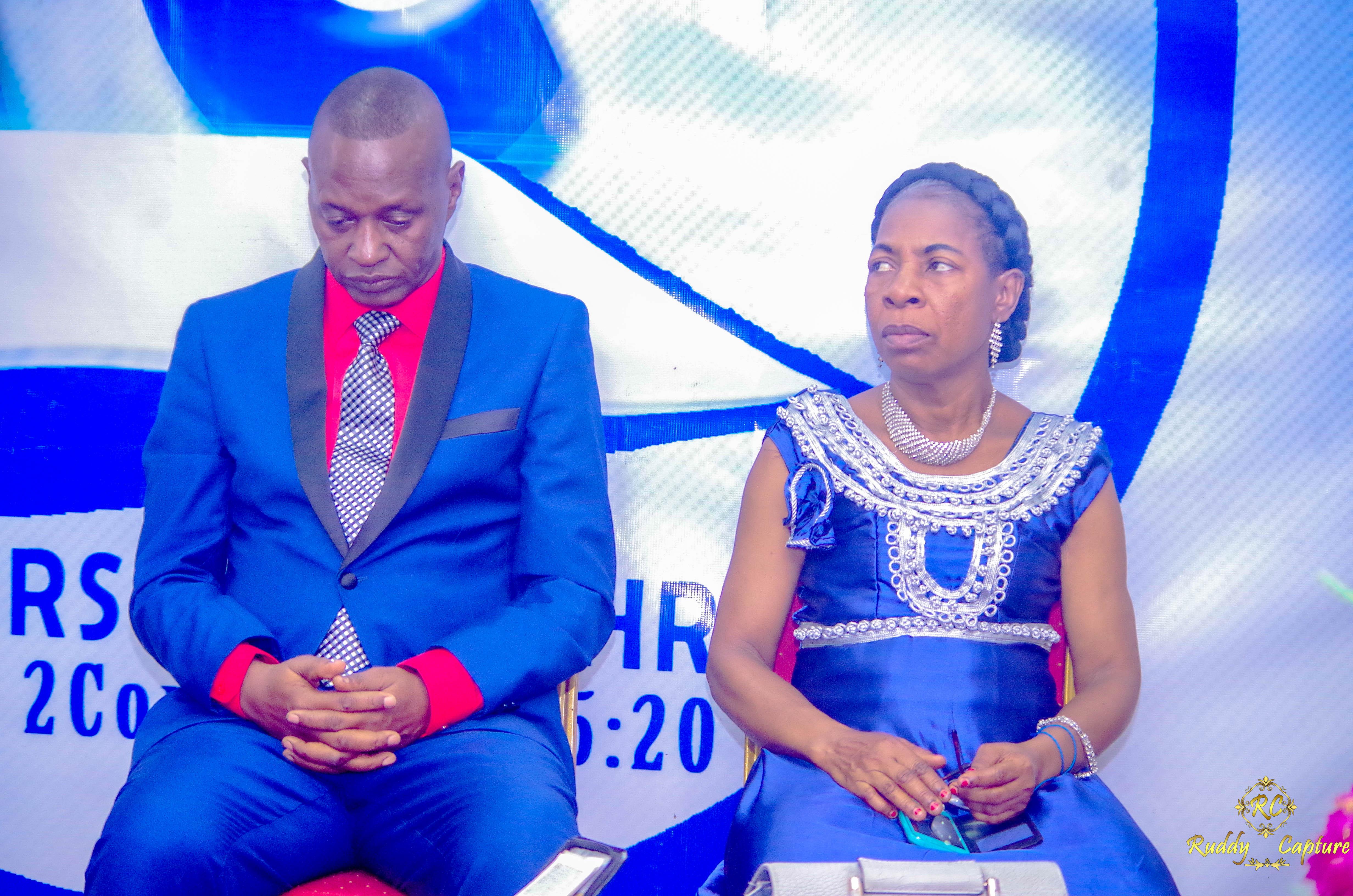 Couple Pasteur Visionnaire écoutant la Parole